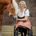 Ivonne Hellenbrand mit Haflinger Hengst Mailänder, Rollstuhl, Behinderung, Reiten